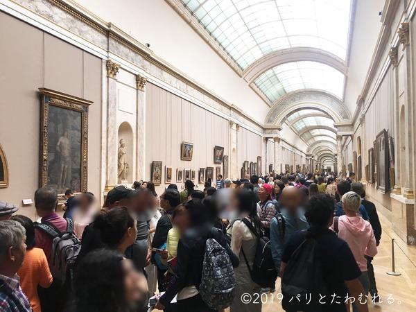 ルーブル美術館 混雑する様子
