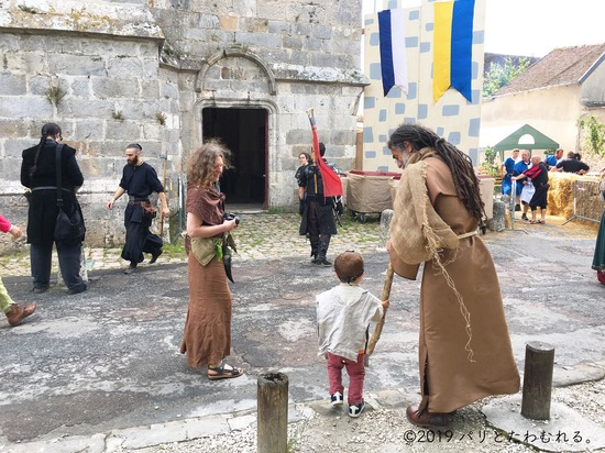 プロヴァン中世祭りの仮装参加者