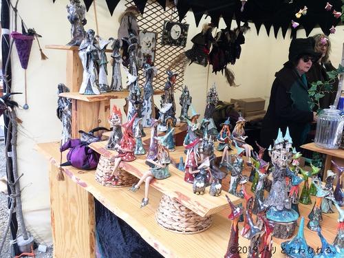 プロヴァン中世祭りの魔女の置物