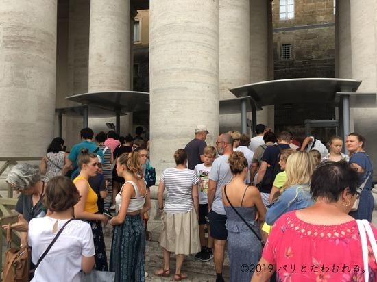 サン・ピエトロ大聖堂の列