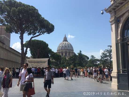 バチカン美術館からみるサン・ピエトロ大聖堂